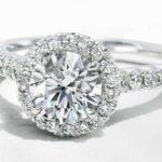 婚約指輪・結婚指輪として、永く愛され飽きのこないものとなるよう、創業当初から長年研究されているデザインです。シライシの特長とも言える美しいウェーブラインは、流線型のフォルムをベースに指をより美しく見せるよう開発され、「シライシウェーブ」と言われるほどです。