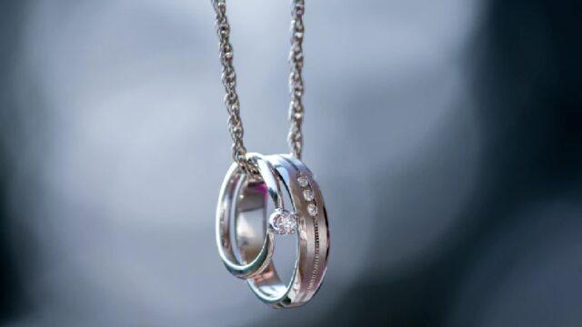 ネックレスにした指輪